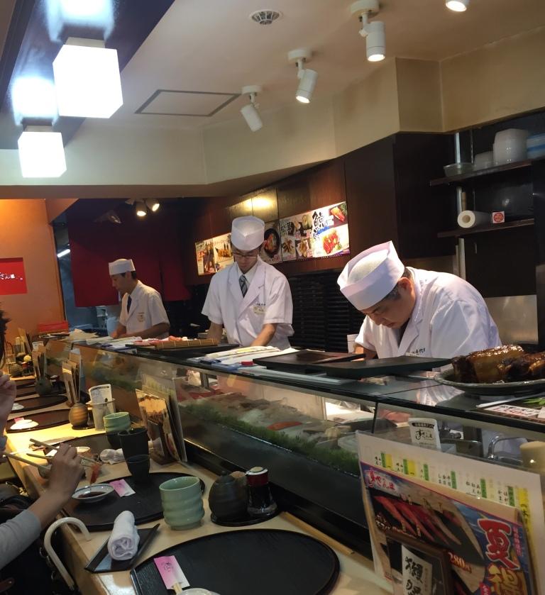 I sushi-men di Sushi Zanmai a Tsujiki all'opera