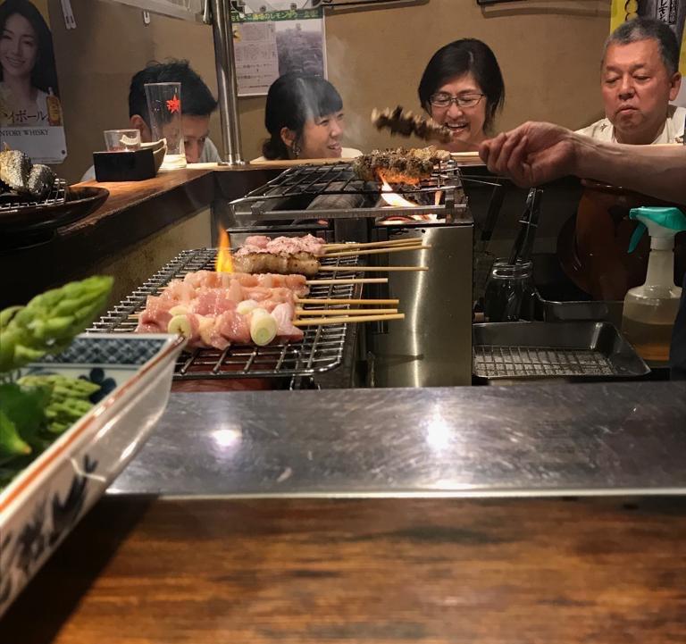 Yakitori in un locale ad Omoide Yokocho