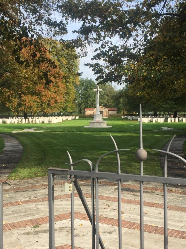 l'ingresso del war cemetery a milano