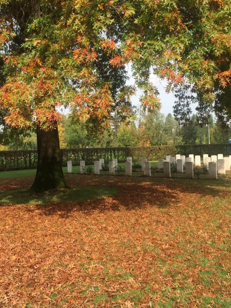 lapidi al war cemetery di milano