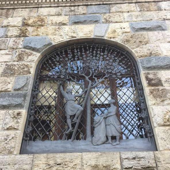 una delle finestre di palazzo Lisio
