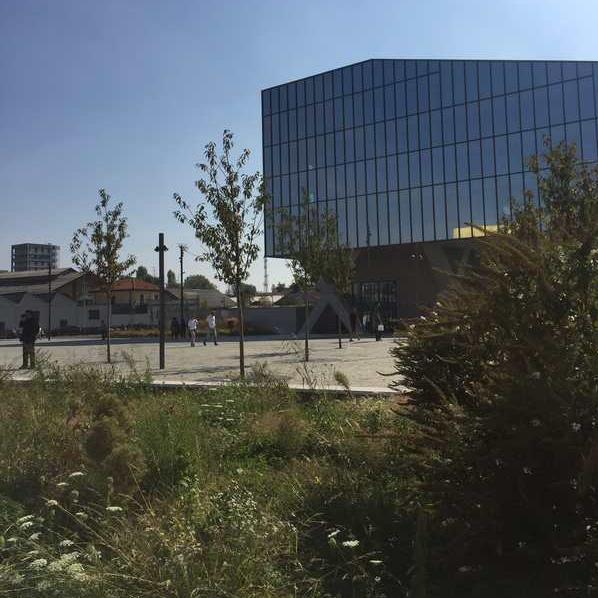 Vista della piazza Olivetti