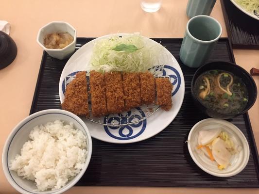 Il tonkatsu di Maisen, tipica cotoletta di maiale impanata