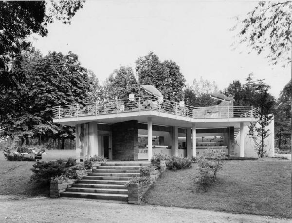 Una foto storica del Bar Bianco al Parco Sempione di Milano.