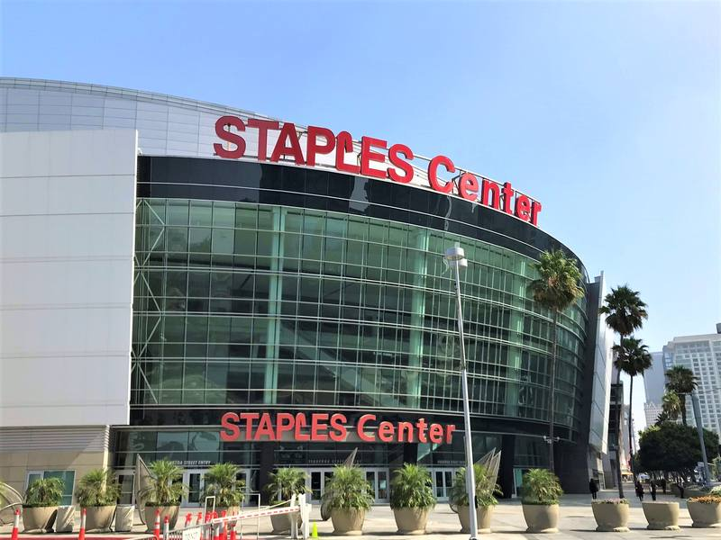 L'esterno dello Staple Center di Los Angeles