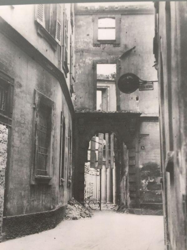 il portone del palazzo dei Gorani dopo il bombardamento della seconda guerra mondiale