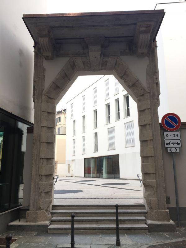 Il portone del palazzo dei Gorani oggi dopo il restauro