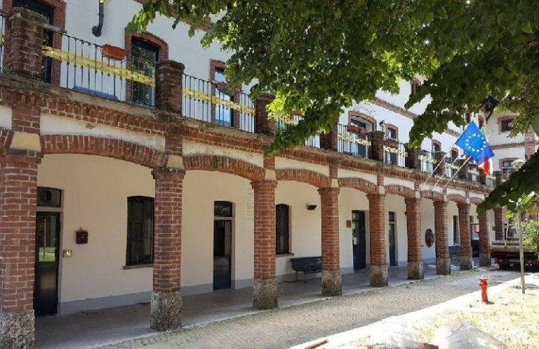 La corte della biblioteca rionale Cassina Anna