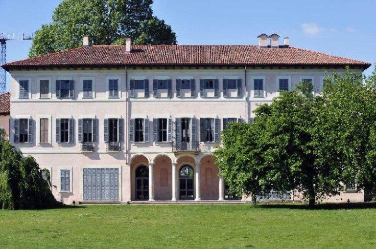 La facciata di Villa Litta-Modignani ad Affori, sede della Biblioteca