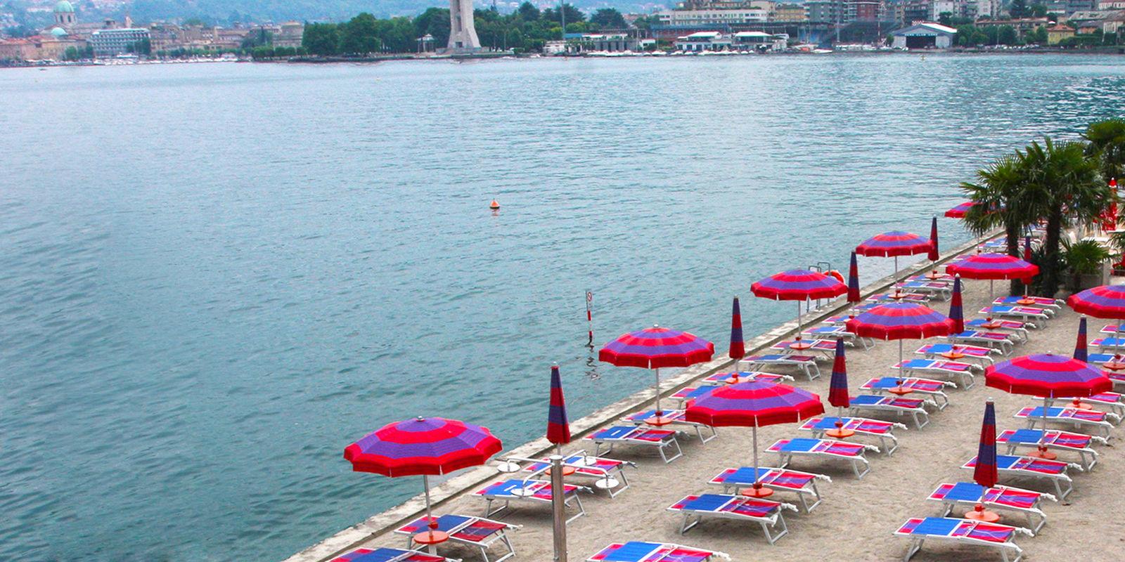La spiaggia del lido di villa Olmo