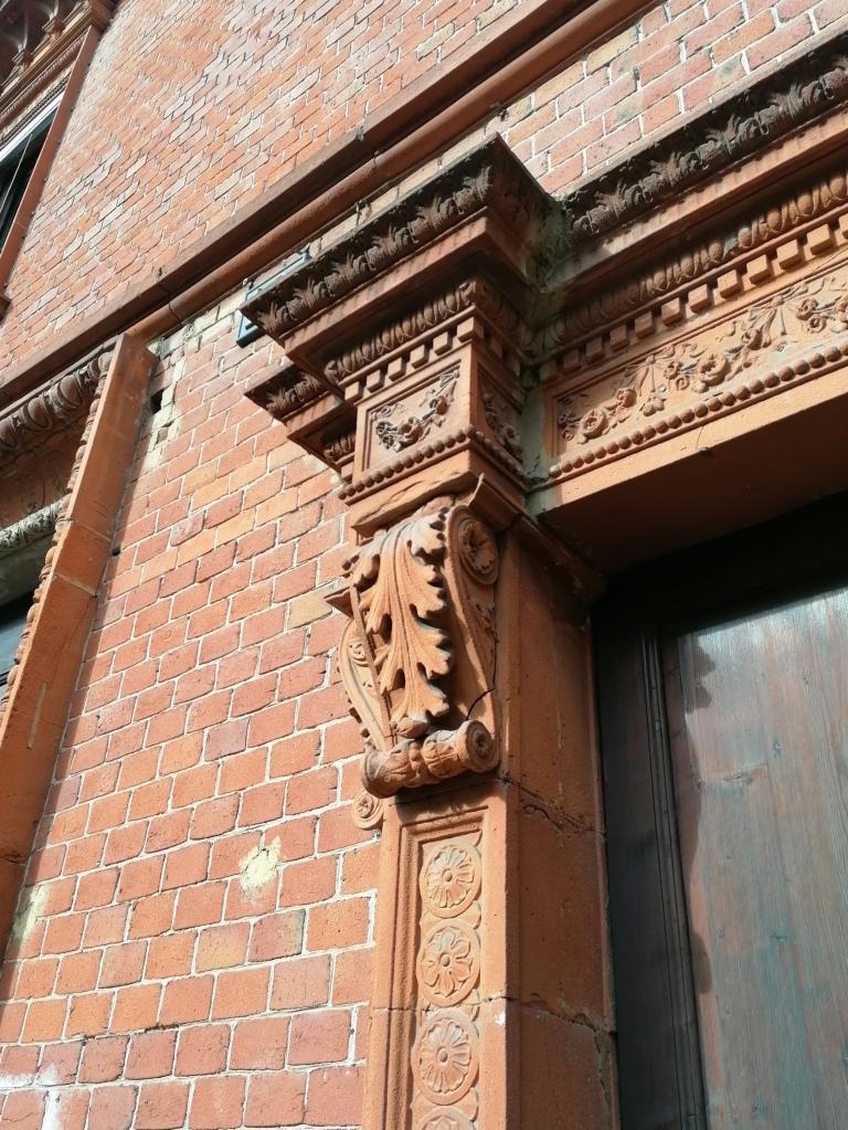Casa Candiani, particolare di una finestra