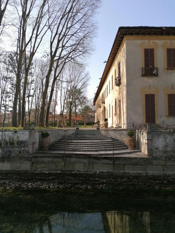 Villa Gaia, la scalinata di accesso dal Naviglio