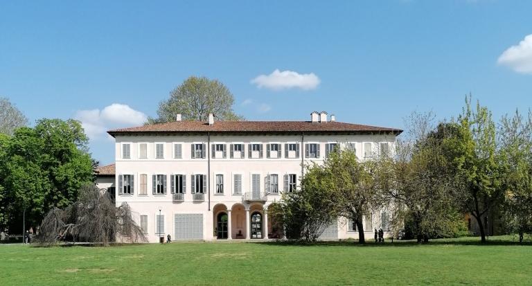 la facciata di villa Litta
