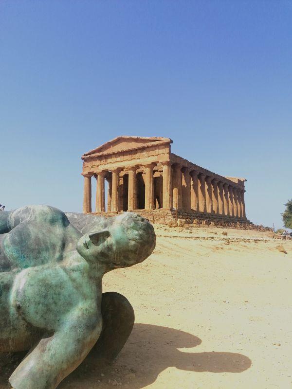 veduta del tempio della Concordia nella valle dei templi di Agrigento